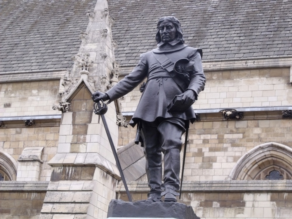 Statue_of_Oliver_Cromwell_outside_the_Palace_of_Westminster